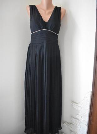 Красивое платье с плиссированной юбкой