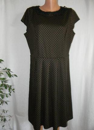 Осеннее платье с кружевным воротником