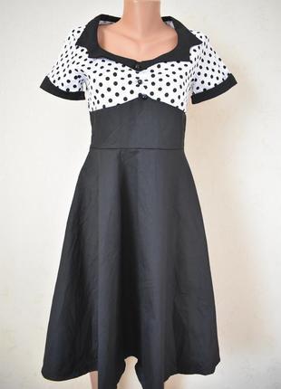 Красивое элегантное платье с пышной юбкой