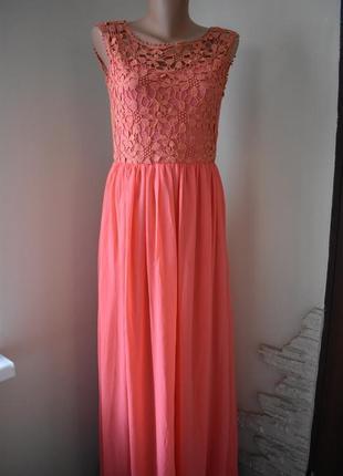 Новое красивое платье с кружевным верхом club l