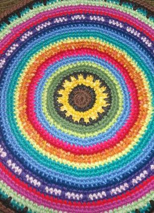 Круглый коврик ручной вязки