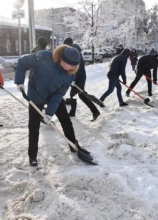 Уборка снега как в ручную так и спецтехникой.