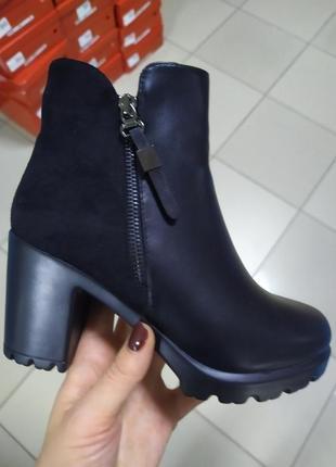 Зимние женские ботинки на каблуке