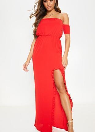 Очень женственное красное платье с открытыми плечами prettylit...