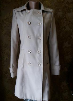 Стильное, слоновой кости, короткое итальянское пальто.l- xl.