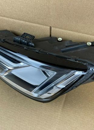 Фара оригинальная  AUDI A4 S4 RS4