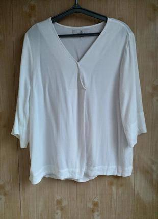 Блузка белого цвета, подойдёт и доя беременных!