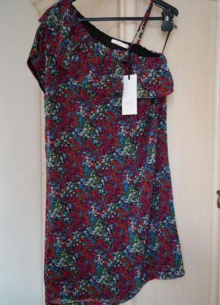 Красивое платье на одно плече