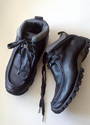42р. кожаные ботинки cropp