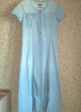 Джинсовое платье в пол с коротким рукавом
