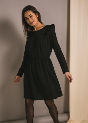 Платье с оборками и резинкой в поясе
