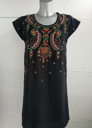 Стильное платье yumi с вышивкой из бисера и стразов