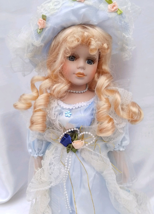 Кукла фарфоровая 40 см.( новая)