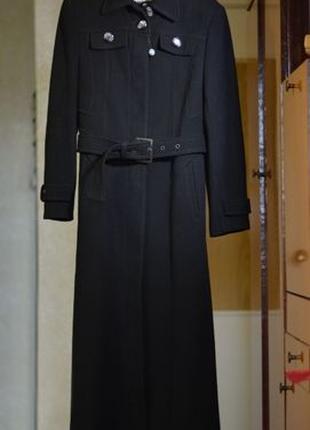 Длинное демисезонное пальто подарит тепло новой хозяйке