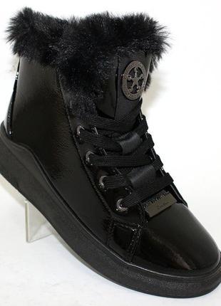Женские зимние черные лаковые ботинки с опушкой на низком ходу