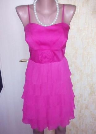 Италия!нарядное фирменное платье с брошью/платье футляр/выпуск...