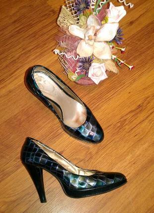Лаковые кожаные  туфли vera gomma 38