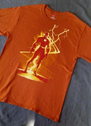 Яркая футболка с принтом персонажа флеш
