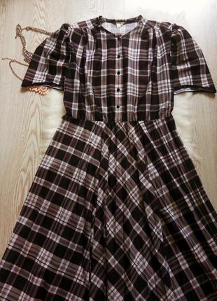 Платье миди в клетку с юбкой гофре длинное с рукавом черное се...