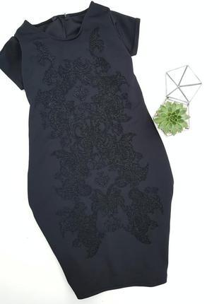 Красивое черное неопреновое платье с узором из крошки