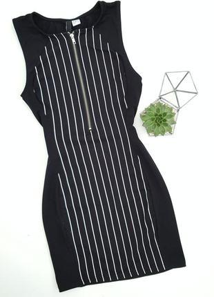 Черное платье в полоску на молнии