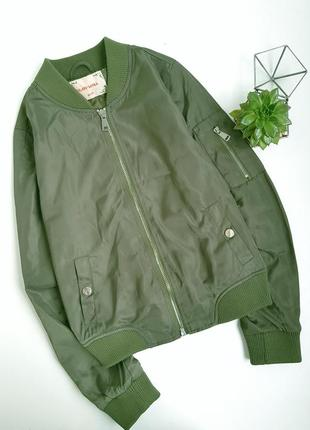 Зеленый бомбер хаки куртка
