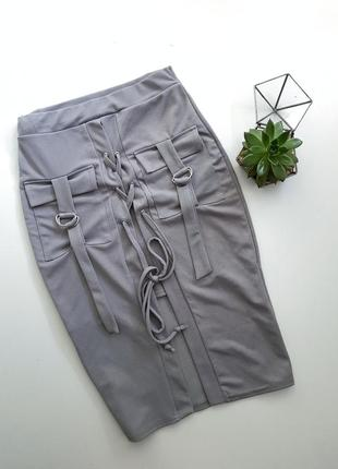 Шикарная юбка с карманами и шнуровкой спереди