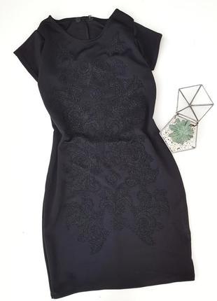 Маленькое черное платье с красивенным узором из бисерной крошки