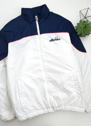 Белая дутая фирменная куртка