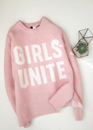 Класный розовый оверсайз плюшевый вязаный свитер со слоганом