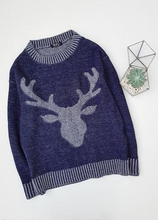Синий вязаный свитер с силуетом оленя
