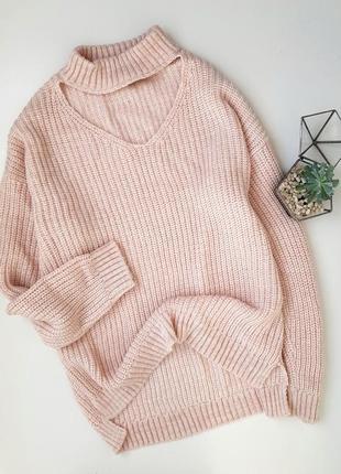 Вязаный нежно-розовый свитер с чокером