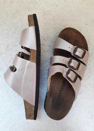 Сланцы, пробковые сандали, босоножки