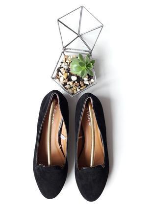 Туфли на широком назком каблучке