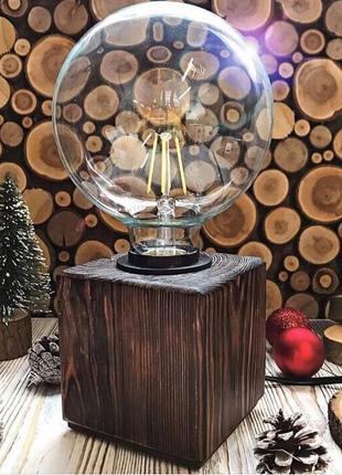 Светильник, настольная лампа из натурального дерева.