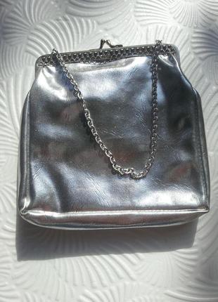 Сумка-кошелек с короткой цепочкой цвета серебро винтаж
