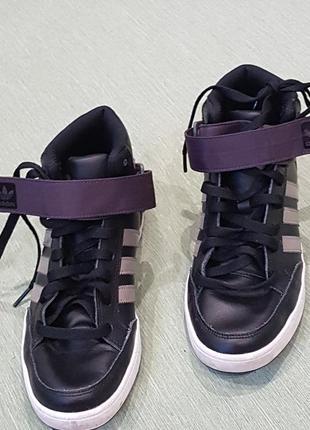 Фирменные кожаные  высокие кроссовки adidas