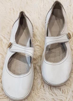 Белые кожаные туфли clarks