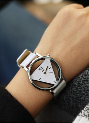 Часы скелетоны треугольник белые 141-1, наручные часы, женские...