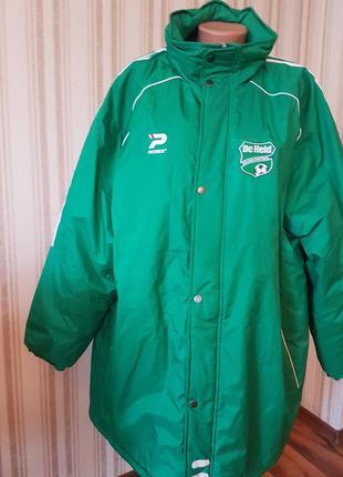Яркая  мужская куртка большого размера
