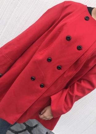 Красное пальто большого размера