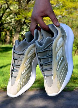 Кроссовки Adidas yeezy 700 v3 Skeleton