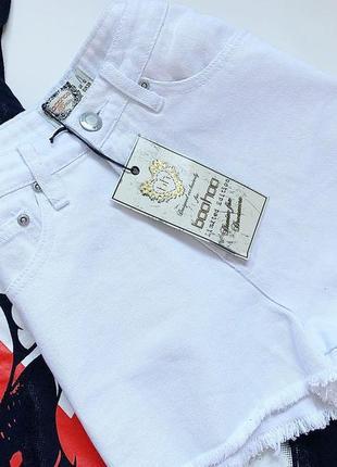 Белые джинсовые шорты boohoo