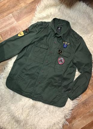 Куртка рубашка милитари джинсовая с нашивками ветровка