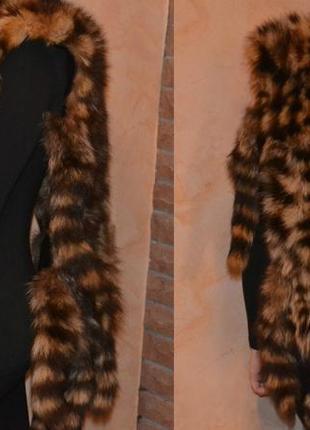 Меховой жилет пончо из натурального меха с хвостиками.