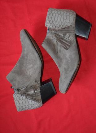 Красивые демисезоные ботиночки clarks