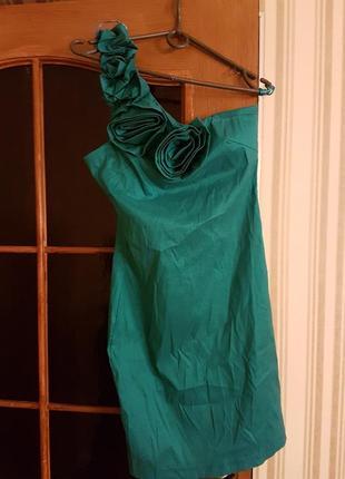 Яркое платье цвета бирюзы