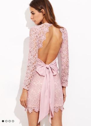 Шикарное пудровое кружевное платье с открытой спиной