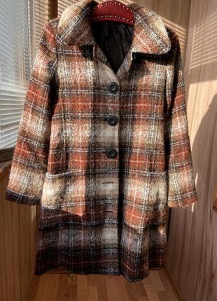 Клетчатое шерстяное пальто с карманами на пуговицах