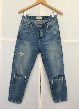 Стильные мом джинсы укорочённые